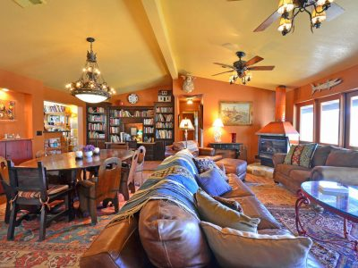 Books to read at Casa de los Desperados bed and breakfast