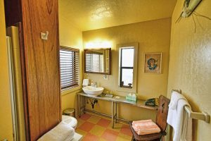 King Room's bathroom. Modern meets vintage at Casa de los Desperados