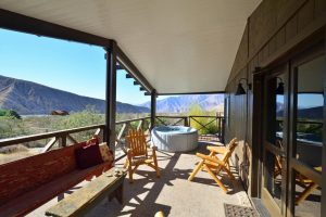 King Room's spacious patio and private hot tub - Casa de los Desperados