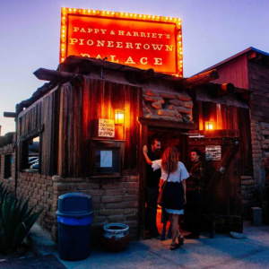Pappy & Harriets Pioneertown Palace at night
